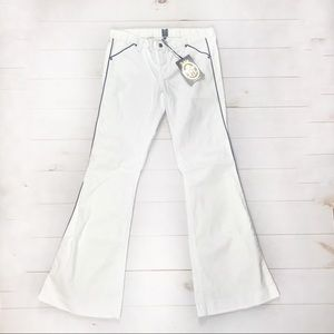 NWT Anlo 31 white with navy piping flare leg jeans